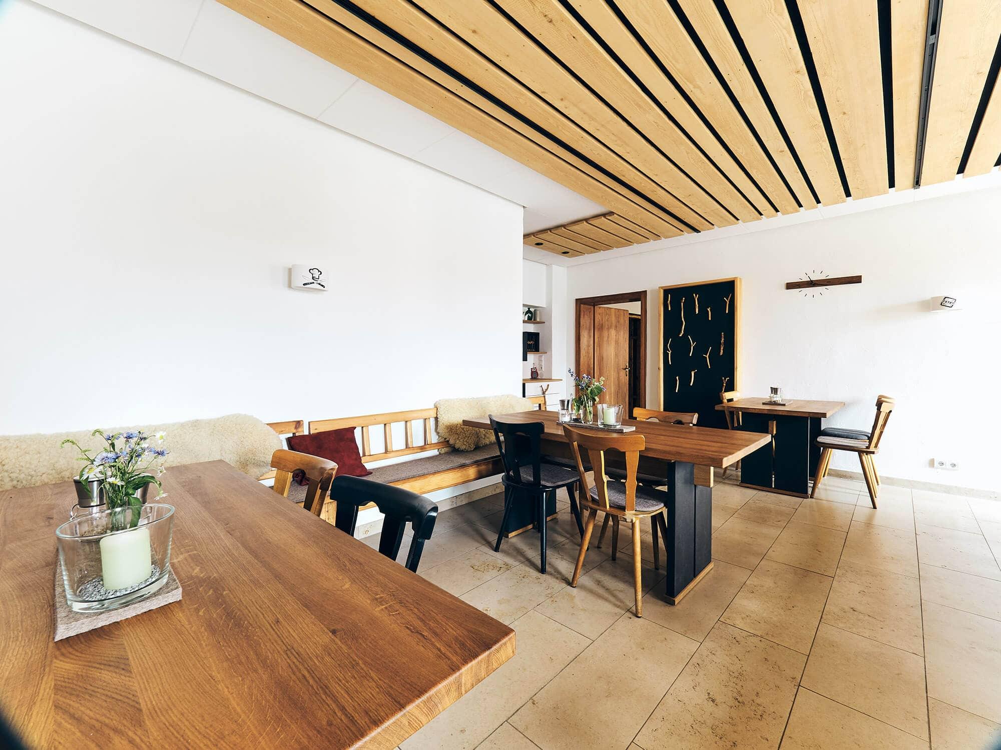 Balkonzimmer im Gasthaus Fetz in Götteldorf