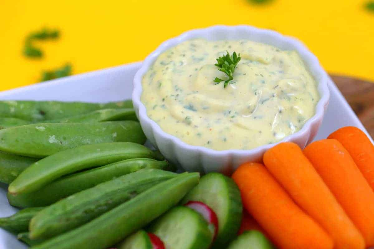 Whole30 Ranch with Homemade Mayo, whole 30 ranch dressing, paleo ranch dip, ranch veggie dip, Whole30 mayo ranch dip, dairy free ranch dressing, how to make whole30 mayo, healthy ranch dressing, keto ranch dip, diy ranch dressing, make ranch dressing with mayo and milk