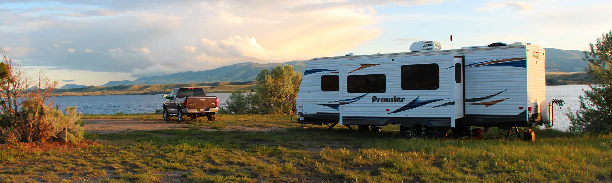 best-rv-5th-wheel-travel-trailer-tires-review-buying-guide