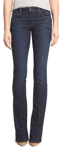 Jeans are among the stylish clothes chosen by women over 40 | 40plusstyle.com