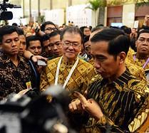Presiden Jokowi menjawab pers seusai membuka Jakarta Food Security Summit, di JCC Jakarta, Kamis (12/2)