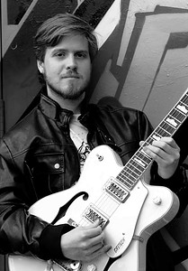 Matheus Caldas teaches guitar and musical composition for Rock, Blues, Jazzm and Fusion in Toronto