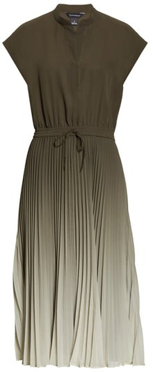 pleated dress to hide the belly | 40plusstyle.com