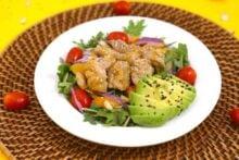 Healthy sesame chicken salad, Asian sesame chicken salad, meal prep sesame chicken, meal prep salads, honey sesame chicken, chicken meal prep ideas, lunch ideas for work, easy meal prep ideas