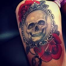 tatuajes-de-calaveras-con-reloj-y-rosas