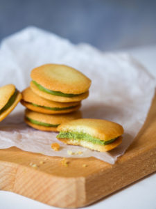 Matcha langues de chat cookie
