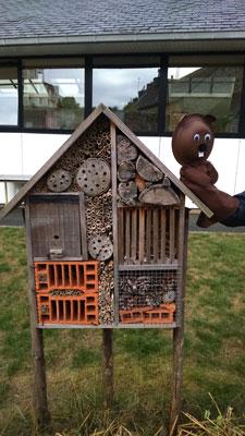 Notre jardin avec l'hôtel à insectes