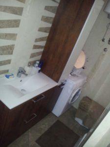 Polica i ugradni lavabo u kompletu