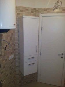 vertikalna polica za kupatilo