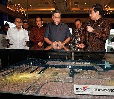 Presiden SBY saat meresmikan salah satu proyek MP3EI
