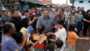 Presiden SBY saat meninjau sebuah daerah