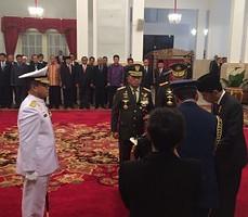 Laksamana Madya Ade Supandi dilantik Presiden Jokowi sebagai KSAL, di Istana Negara, Jakarta, Rabu (31/12)