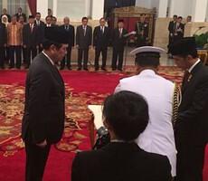 Jendral Luhut Pandjaitan dilantik Presiden Jokowi di Istana Negara, Jakarta, Rabu (31/12)