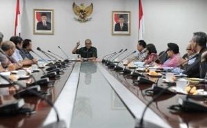Seskab Andi Wijayanto memberikan pengarahan pada jajaran Setkab, di Jakarta, Kamis (11/12)