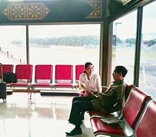Presiden Jokowi dan Ibu Negara Di bandara Suta