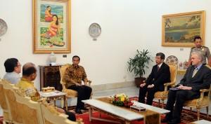 Presiden Jokowi  menerima Presdir ADB Takehiko Nakao , di Istana Merdeka, Jakarta, Selasa (13/1)