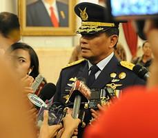 Marsdya Agus Supriatna menjawab wartawan seusai pelantikannya sebagai KSAU oleh Presiden Jokowi, di Istana Negara, Jakarta, Jumat (2/1)