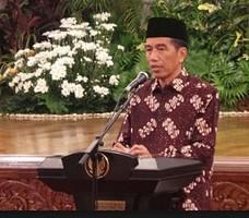 Presiden Jokowi saat menyampaikan pidato pada peringatan Maulid Nabi Muhammad SAW, di Istana Negara, Jakarta, Jumat (2/1) malam