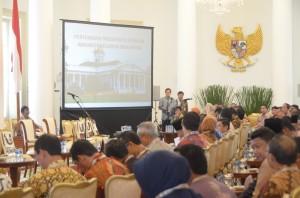Para Walikota se Indonesia menunggu kehadiran Presiden Jokowi, di Istana Bogor, Jabar, Jumat (20/2)