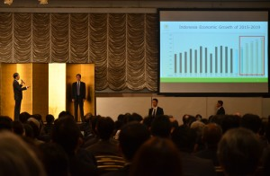 Presiden Jokowi saat memaparkan program pembangunan pemerintah di depan 1.200an pengusaha Jepang, di Tokyo, Selasa (24/3)