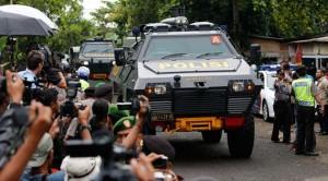 Suasana saat terpidana mati narkoba asal Australia dibawa menuju Pulau Nusa Kambangan, Jateng