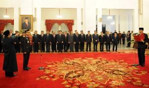 Presiden Jokowi mengambil sumpah Jenderal Badrodin Haiti sebagai Kapolri, di Istana Negara, Jakarta, Jumat (17/4) pagi