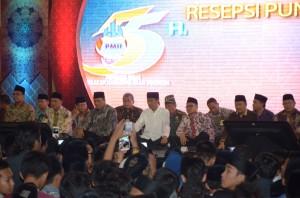 Presiden Jokowi saat menghadiri peringatan Harlah PMII, di Masjid Al Akbar, Surabaya, Jumat (17/4) malam