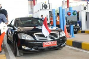 Mobi; Indonesia 1 yang ditumpangi Presiden Jokowi mencoba jalan tol Cikampek - Palimanan, di Cikopo, Purwakarta, Sabtu (13/6)