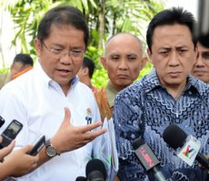 Kepala BEK Triawan Munaf dan Menkominfo Rudiantara menyampaikan rencana penyelenggaraan Pekan Rembuk Kreatif Nasional, di Istana Merdeka, Jakarta, Jumat (24/7)