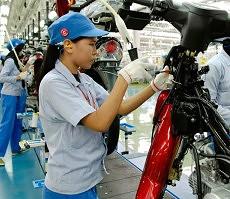 pekerja di pabrik