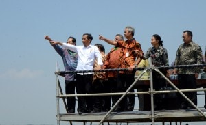 Presiden Jokowi saat melihatPLTU Batang, di di pantai Desa Ujungnegoro, Kecamatan Kandeman, Kabupaten Batang, Jumat (28/8)