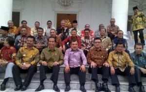 Presiden Jokowi dan Wakil Presiden Jusuf Kalla bersama para gubernur seluruh Indonesia, di Istana Bogor, beberapa waktu lalu