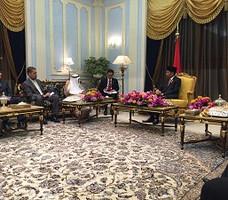 Presiden Jokowi menerima kunjungan kehormatan Presiden IDB DR Ahmad Mohamed Ali Al-Madani  di Istana Raja Faisal, Jeddah, Arab Saudi, Sabtu (12/9) pagi.