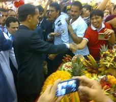 Jokowi Hypermart Arab1