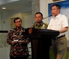 Menhub Ignasius Jonan didampingi Panglima TNI Jend. Gatot Nurmantyo dan Seskab Pramono Anung menyampaikan keterangan pers, di kantor Kepresidenan, Jakarta, Selasa (8/9) siang