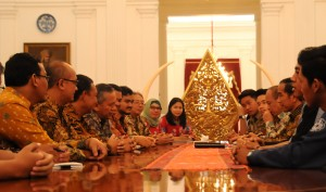 Presiden Jokowi menerima mahasiswa pemenang Shell Eco Marathon Asia 2015, di Istana Merdeka, Jakarta, Rabu (30/9)