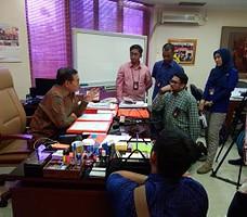Seskab Pramono Anung berbincang dengan wartawan, di ruang kerjanya, Gedung III Kemensetneg, Jakarta, Rabu (25/11) siang