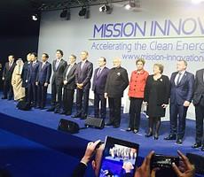 Presiden Jokowi berfoto bersama para Kepala Negara/Kepala Pemerintahan peserta Konferensi Perubahan Iklim (COP 21), di Paris, Perancis, Senin (30/11)