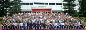 Presiden Jokowi dan sejumlah menteri berfoto bersama para peserta Rapim TNI, di Mabes TNI, Cilangkap, Jakarta, Rabu (16/12)