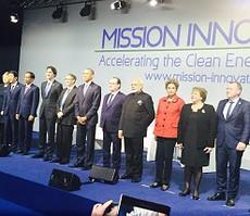 Presiden Jokowi berfoto bersama para Presiden/PM negara lain pada forum Mission Inovation, di Paris, Perancis, Minggu (30/11)