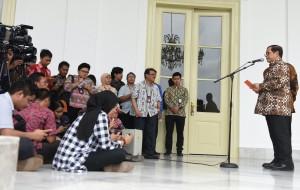 Seskab Pramono Anung menyampaikan keterangan hasil sidang kabinet paripurna, di Istana Bogor, Jabar, Selasa (8/12) siang