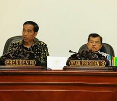 Presiden dan Wapres saat memimpin Rapat Terbatas di Kantor mengenai pengelolaan Kota Batam Presiden, Jakarta (5/1)