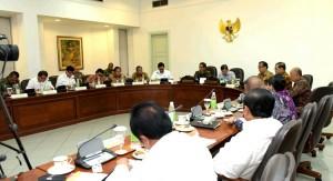 Presiden Jokowi saat pimpin Rapat Terbatas Bidang Polhukam di Kantor Presiden, jakarta (5/1)
