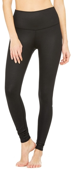 Tummy control leggings: Alo yoga high waist airbrush leggings | 40plusstyle.com