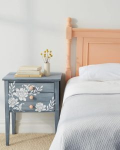PAINTED NIGHTSTAND DIY SMALL HOME PROJECTS IDEAS