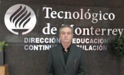 Chihuahuense, primer graduado del Tec de Monterrey, tira su anillo