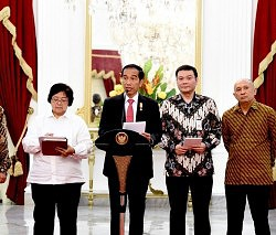 Presiden Jokowi saat umumkan Badan Restorasi Gambut kemarin (13/1) di Istana Merdeka, Jakarta. (foto:Biro Pers, Media, dan Informasi/Rusman)