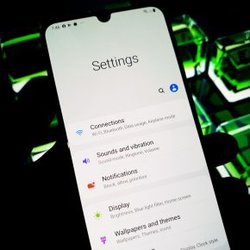 galaxy a20 freezes frequently, frequent crashes, freezing samsung