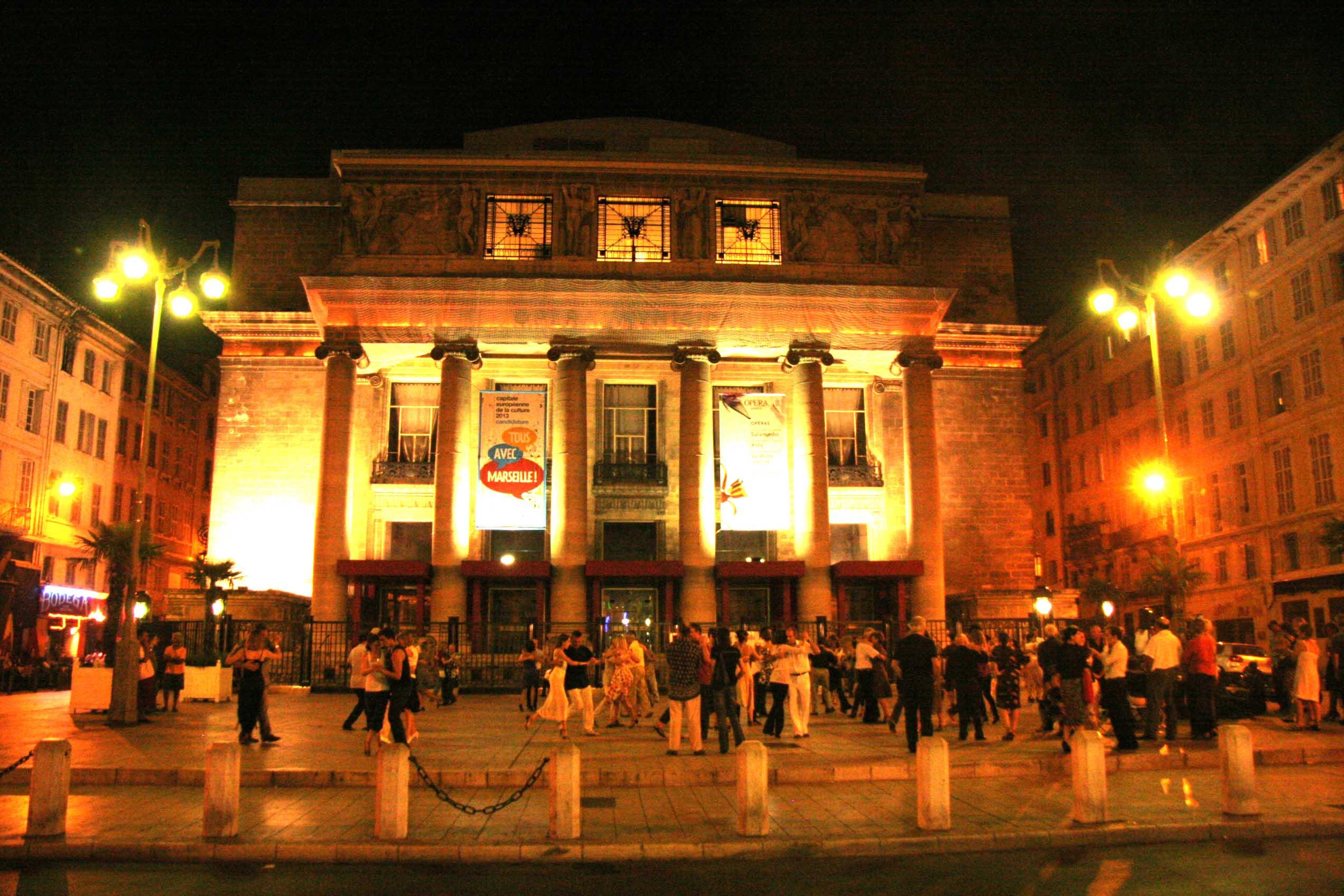 Parvis de l'Opéra de Marseille, les rendez-vous culturelles : Sirènes et Midi Net