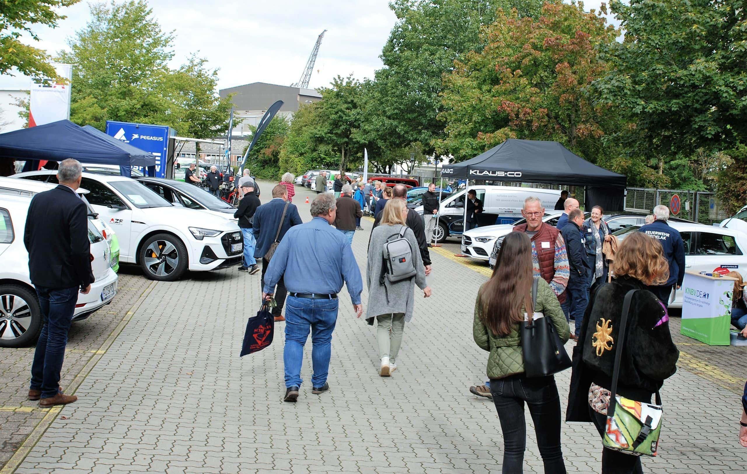 Auf dem E-Mobilitätstag des Klimapaktes konnten unterschiedlichste E-Autos und E-Räder ausprobiert werden